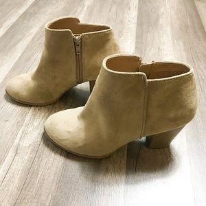 Old Navy Womens Sand Basic Heeled Bootie
